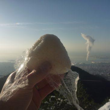 雪の六甲山を全力で駆け上がる